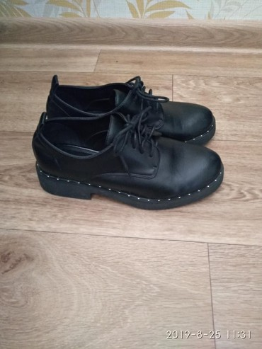 туфли черные 35 размера в Кыргызстан: Продаю б/у туфли 600 с, черные, белые балетки по 300 с, жёлтые макасин