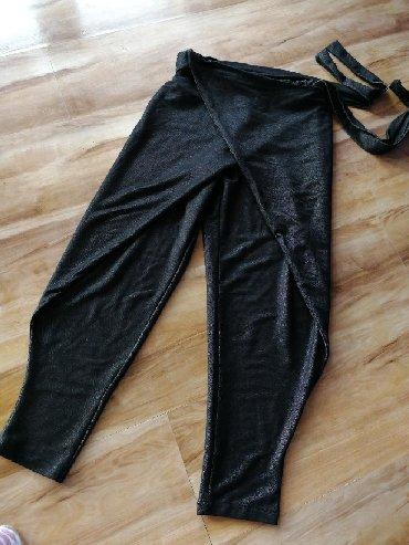 женские-брюки-черные в Кыргызстан: Штаны в стиле бохо, султанка. На размер S, 40_42_44.мягкий материал