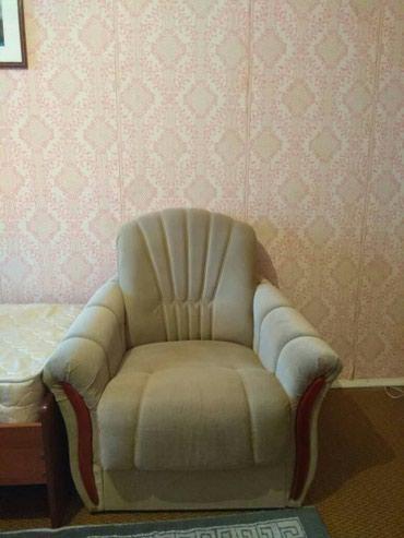 Диван  1 креслом.  б/у .цвет зеленный. в в Бишкек