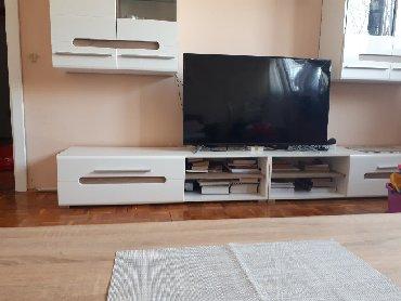 Philips-xenium-x128 - Srbija: Tv marke Favorit, kupljen nov pre par meseci. Ekran razbijen u gornjem