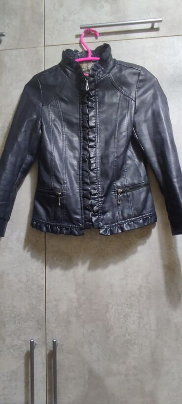 Продаю детскую кожаную куртку на девочку, 7-9 лет. Торг уместен