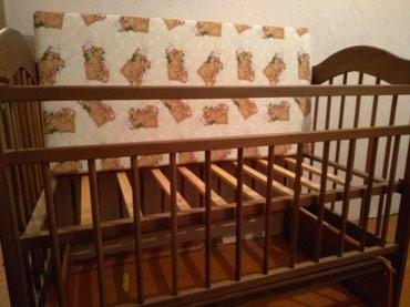 Детская кровать, сделана из орехового дерева.  в Бишкек
