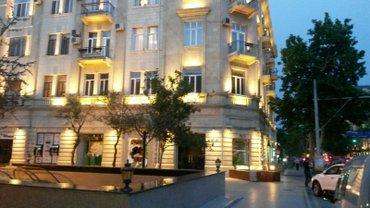 Bakı şəhərində В самом центре на Торговой готовый ресторан паб реально для сдачи в ар