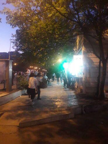 - Azərbaycan: 20 yanvar metrosunun yaninda,insanlarin lap cox gediw geliwli yerinde