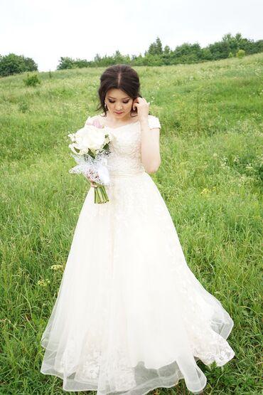 ленточки для подружек невесты в Кыргызстан: Продаётся платья молочного цвета отлично подходит для выпускниц и для