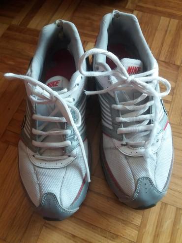 Ženska patike i atletske cipele | Beograd: Nike patike polovne bez ostecenja br.38.5