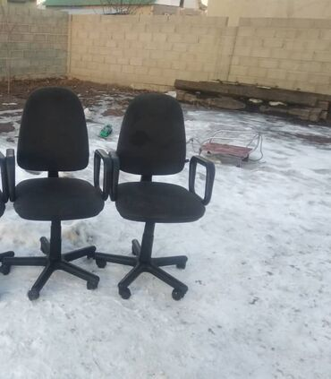 Офисный стул. 2 шт. Высота спинки и высота сидушки регулируется