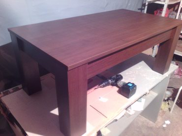 -Klub sto se izradjuje od Univera debljine 18mm u wenge dekoru - Belgrade