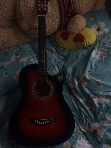 Музыкальные инструменты - Кыргызстан: Продаю гитару пару раз играла