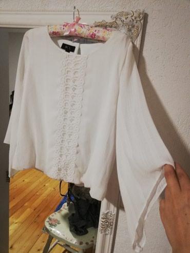 Bela bluza, samo skinuta etiketa, bez ostecenja, velicina m/l.. - Sjenica