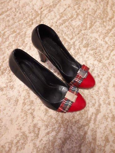 Туфли лаковые,очень красивые. размер 37,турция. одевали два раза. в Лебединовка
