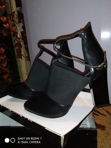 Женская обувь в Кант: Продаю туфли-босоножки очень красивые, новые, ни разу не одевали так и