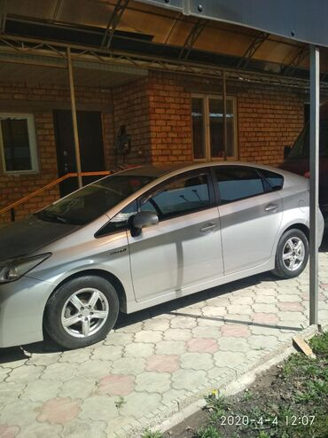 Toyota Prius 1.8 л. 2011 | 182000 км