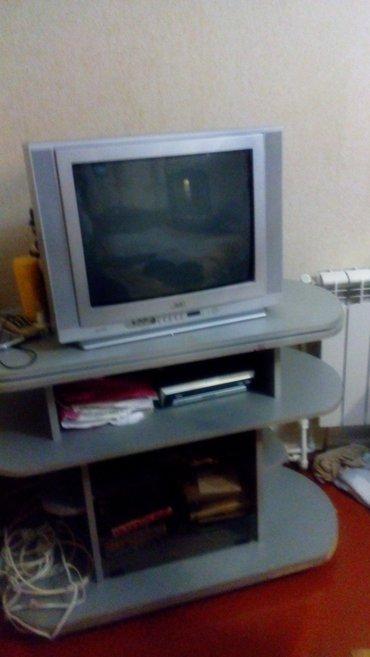 Sumqayıt şəhərində Jvc televizor ela veziyyetde ve televizor altdigi 2-si bir yerde.