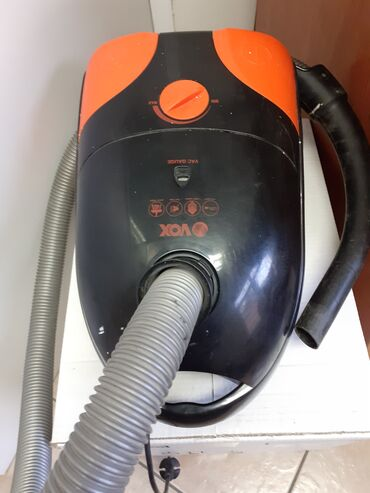 Usisivac Vox 1600 wat* za delove. Nedostaje drzac zadnjeg filtera