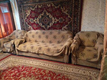47 объявлений: Продаю диван с двумя креслами