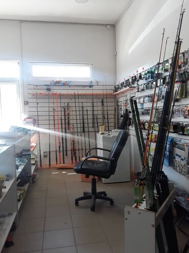 Единственный магазин который работает до 22.00)) Есть черви,опарыш !