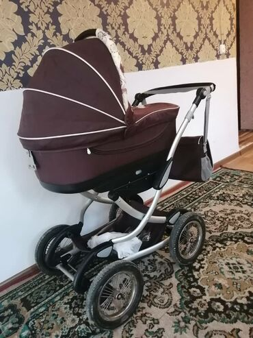 Срочно продаётся детские большой коляска два в одном в хорошем