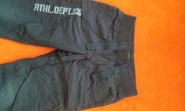 BENETTON postavljene pantalone za dečaka. Veličina 110 tj.4-5 - Kragujevac