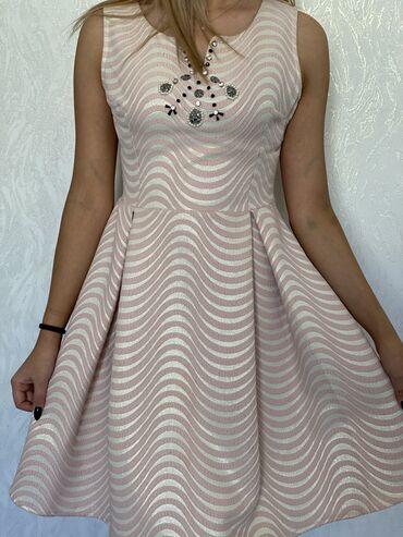 Личные вещи - Бишкек: Продаю платье.  Качество отличное,покупала на свой день рождение, наде