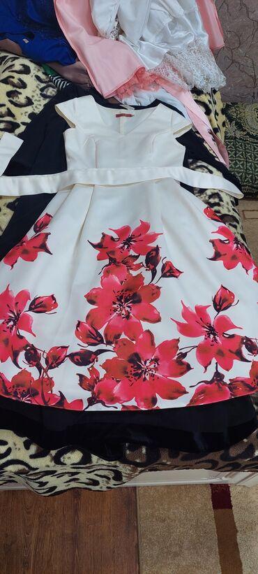 Платье с цветами. Размер 44. Цена 1000сом