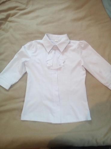 Школьные блузки - Кыргызстан: Продаю блузки школьные 5 шт, на 9-11 лет, состояние хорошое, отдам по