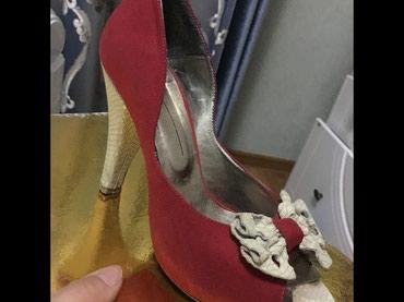 Красные вечерние туфли надевала всего в Бишкек