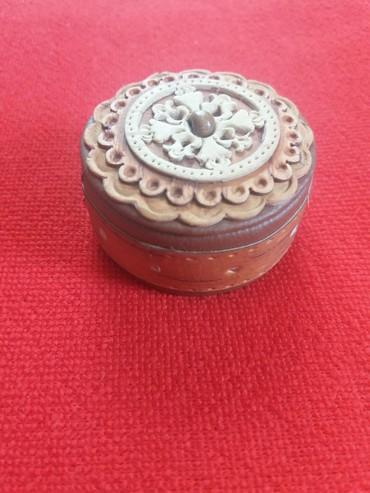 Шкатулки - Кыргызстан: Шкатулка для колец. кожа, бархат, береста. ручная работа. диаметр 5
