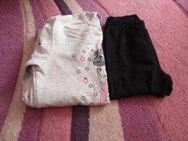 Dečija odeća i obuća - Stara Pazova: Komplet. Dukserica veličine 14, 164cm. Crne helanke isto veličine 14