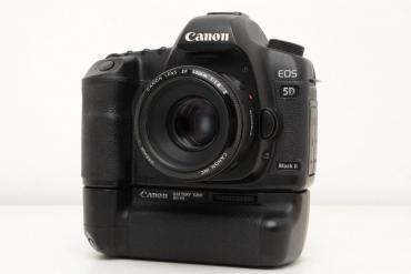 canon eos 5d mark ii в Азербайджан: Canon eos 5D mark ii probeg 9k aparat ideal veziyyetdedi ustunde grip