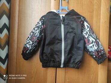 верхняя одежда недорого в Кыргызстан: Продаю на год куртку деми очень классная и легкая