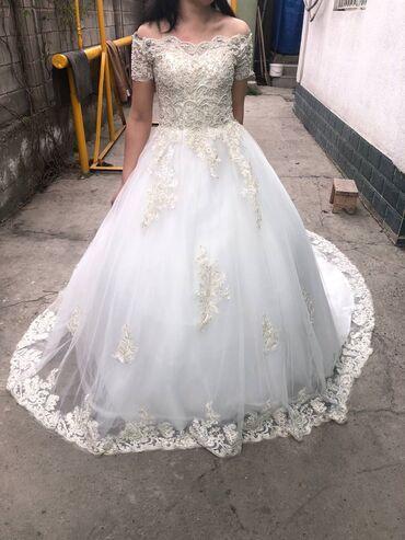 Продаю шикарное свадебное платье. цена договорная