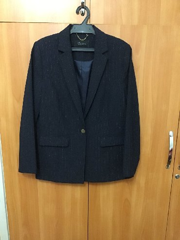 женские пиджаки и жакеты в Кыргызстан: Женский жакет (пиджак) Турция в отличном состоянии. Цвет синий с сереб