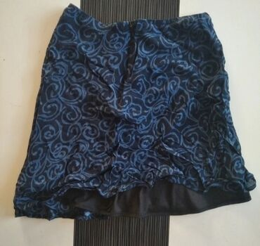 1148 oglasa: HENNES suknjica sa karnerima, predivna. Velicina 38/M