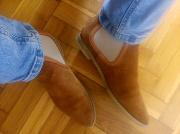 Ženske cipele od prevrnute kože, vrlo kvalitetne. Broj 39, marke - Arandjelovac