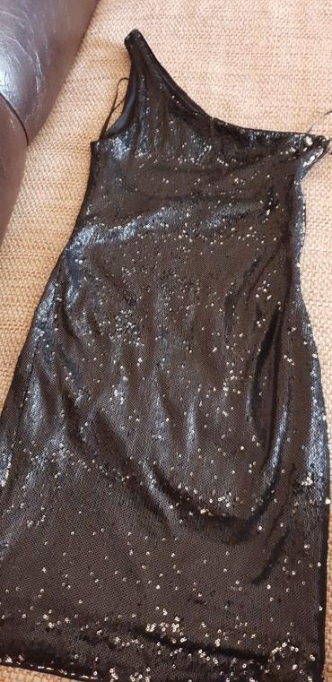 Crna sljokicasta haljina na jedno rame,ima rajzferslus sa strane,nova - Smederevo