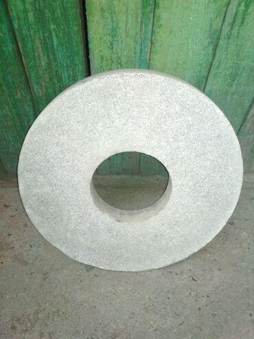 Продаю камень точильныйСоветскийДиаметр 34 см, внутри 13 смСостояние