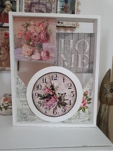Drveni zidni ili stoni sat dimenzija 35x45 cm.  , rucni rad. - Vrsac