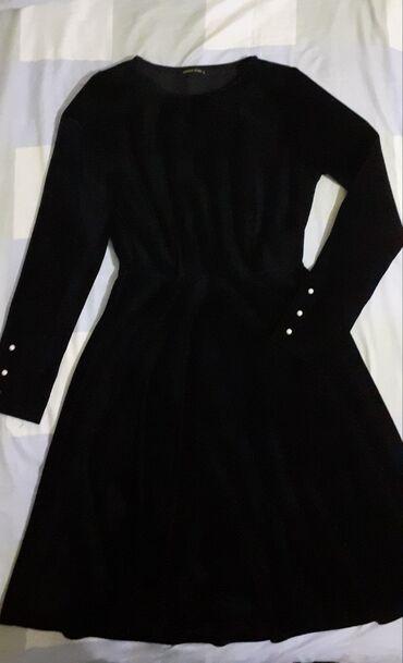 черное до колен платье в Кыргызстан: Черное вельветовое платье выше колен, размер 44-46. Одела один раз