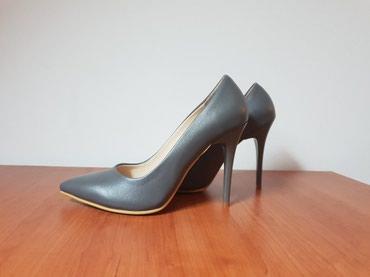 8 oglasa | OSTALA ŽENSKA OBUĆA: Sive salonke br.37,jednom obuvene na par sati!