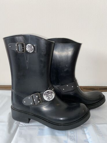 Aldo cizme - Srbija: Gumene čizme italijanske 41broj(26-26,5cm)Nošene par puta, otpala su 2