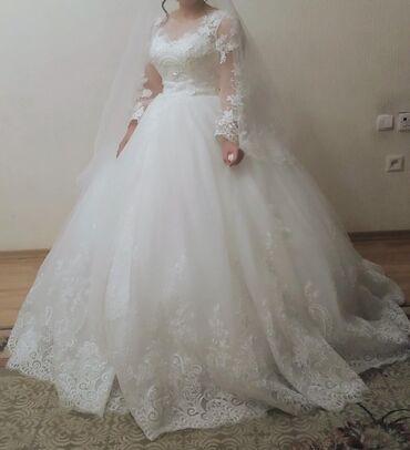 Продаю своё свадебное платье, носила только 1-раз, цвет чисто белый. Р