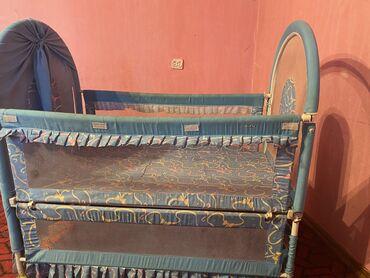 Детская кроватка Б/у, очень удобная и практичнаяС одной стороны ещё