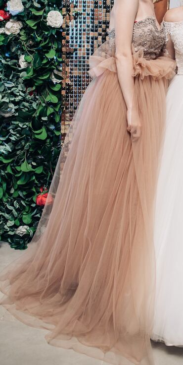 шикарные платья для полных в Кыргызстан: Продаю шикарное платье! Очень красиво смотрится,пышное Юбка и корсет о