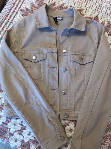 Ceket Türkiyeden H&M markasından alınıb.80Azn. S/M ölçü. Çox az ve