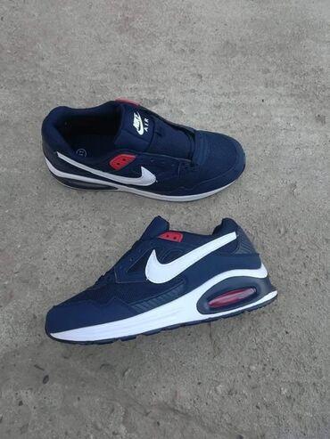 Plave Nike air max patike, preudobne, lake, vazdusni djon, znak siven