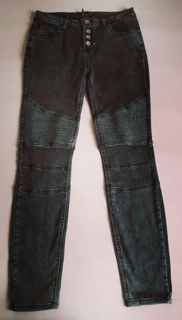 Crne farmerkeuske uz nogu sa elastinom,velicina 30,malo nosene,bez