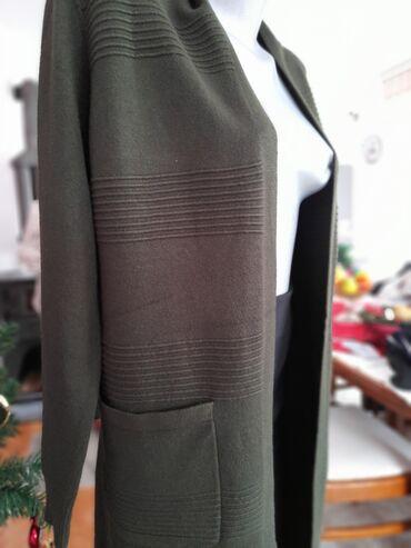 Maslinaste zelene dzeparice - Srbija: Kardigan nov u maslinasto zelenoj i bordo boji. Vel univerzalna al