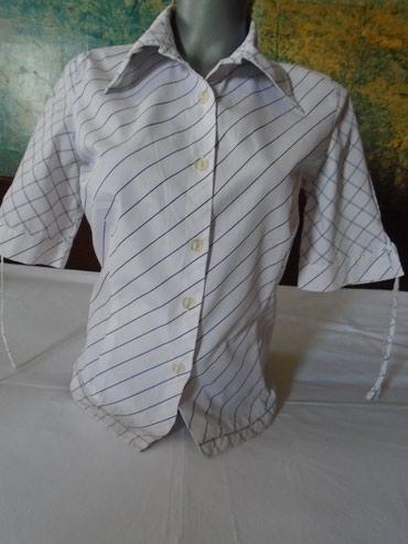 Zanimljiva košuljica bela na plave prugice. Očuvana, ima samo jednu - Belgrade