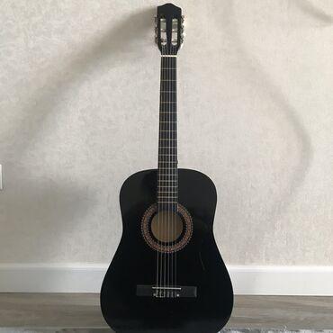 Продаю классическую гитару (лакированная)   почти как новая, размер 38